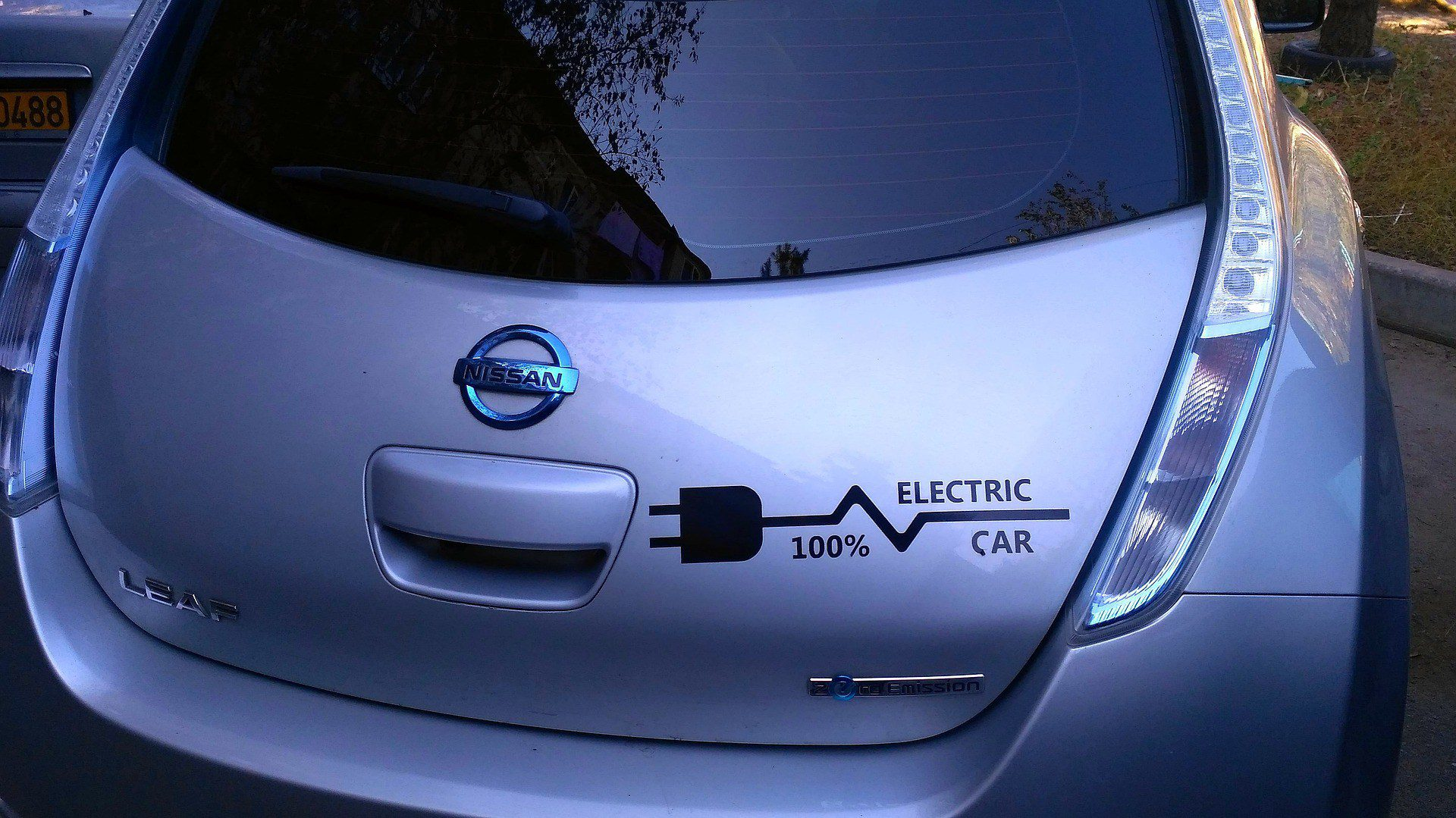electric car nissan leaf